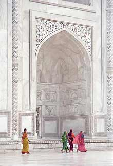 Taj Mahal with colourful saris in the foreground